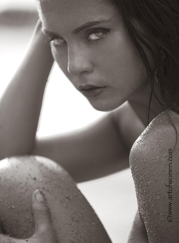 http://www.artofwomen.com/mmodels/karina00.jpg